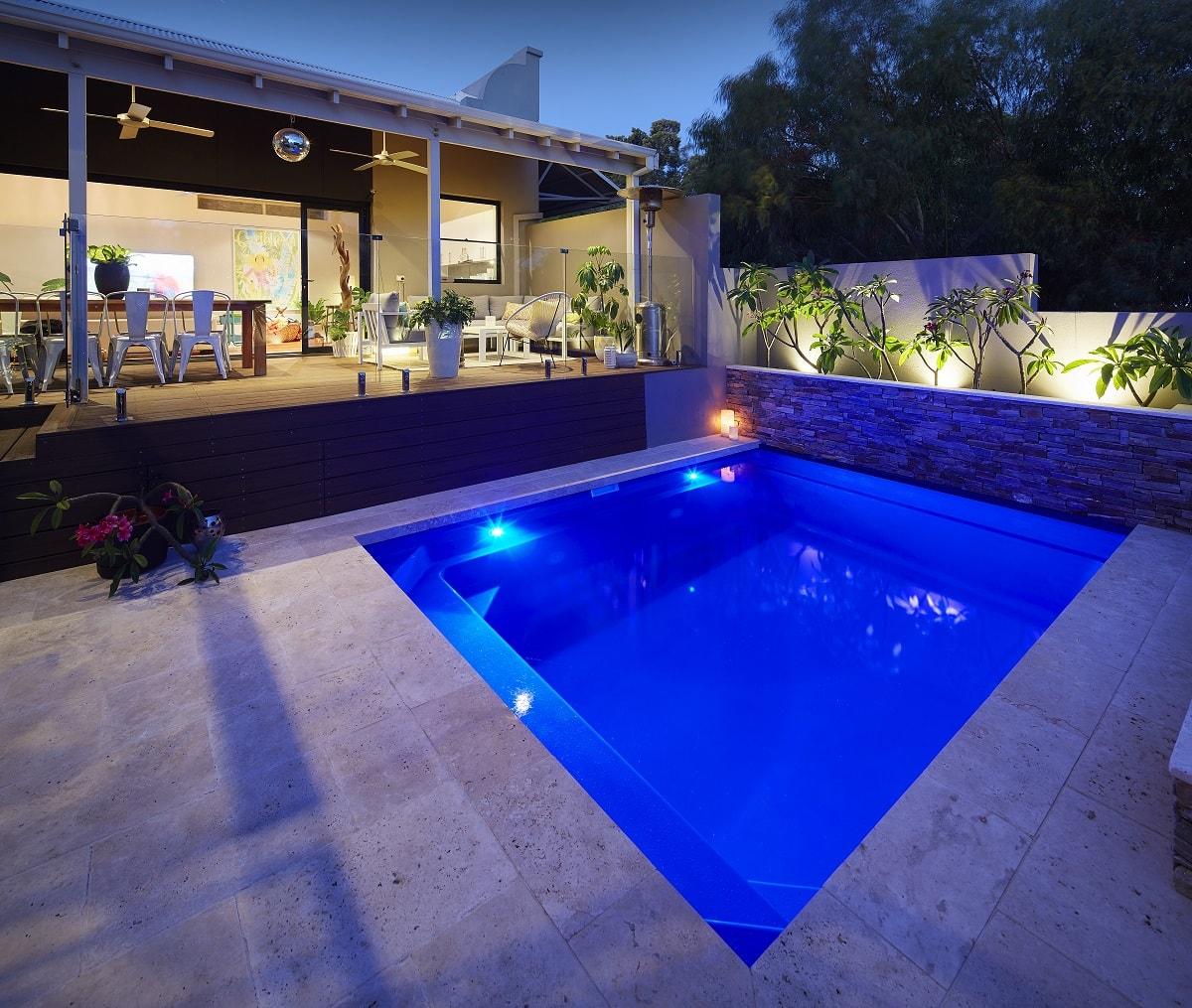 4-7m-plunge-pool-royal-blue-shimmer-east-fremantle-3-min